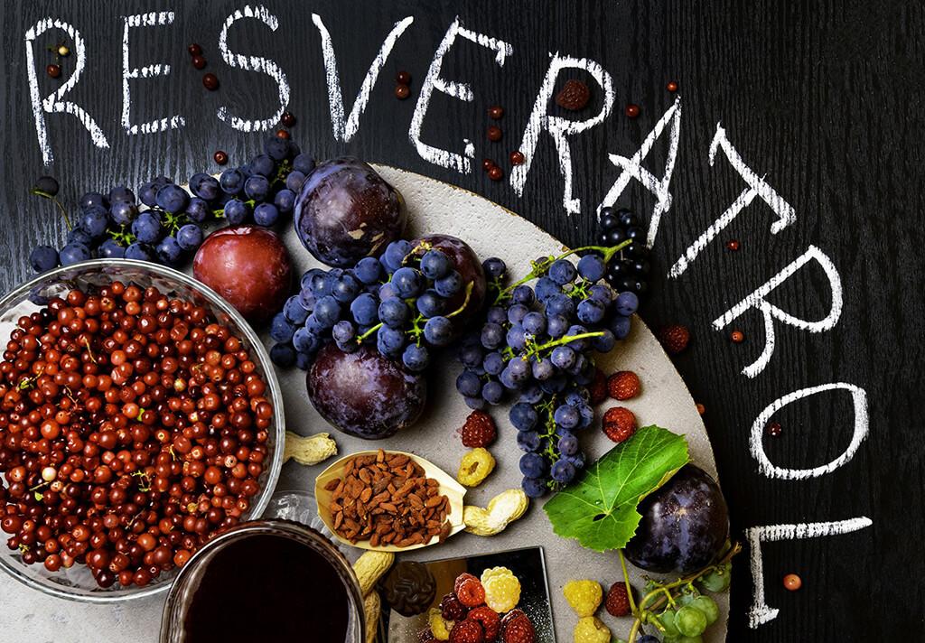 Resveratrol (chiết xuất: vỏ nho đỏ, cốt khí củ)
